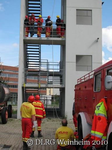 DLRG Weinheim bildet Stömungsretter im Feuerwehrzentrum aus