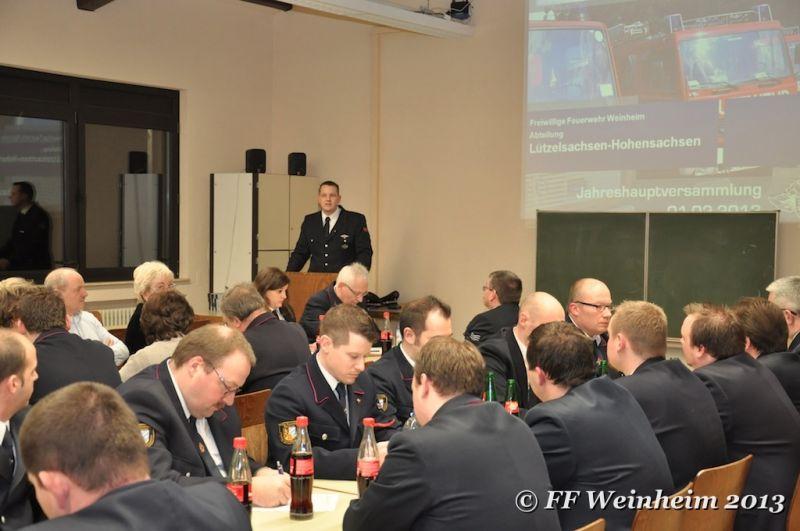 Steffen Kudras begrüßt die Versammlung